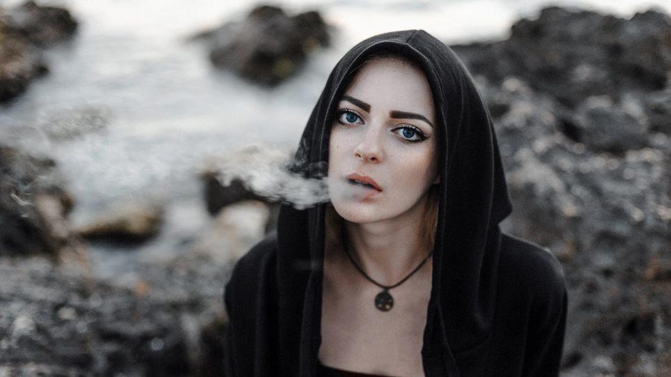200728125336_woman-smoking-1280x720