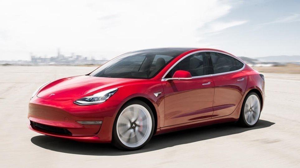 200805143644_Tesla-Autopilot-1