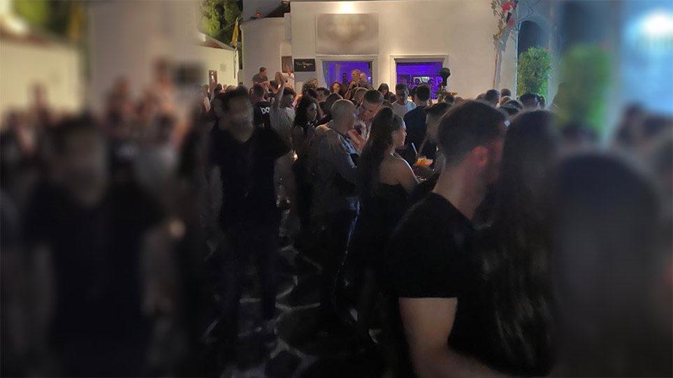 Κορωνοϊός: «Οργιάζουν» τα πάρτι στις βίλες της Μυκόνου