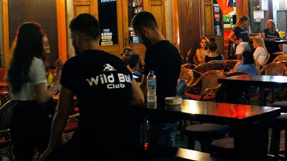 Κορωνοϊός: Κλείνουν μπαρ-εστιατόρια από τα μεσάνυχτα σε Μύκονο, Πάρο, Χαλκιδική και άλλες δώδεκα περιοχές