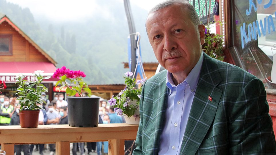 Guardian: Νταής ο Ερντογάν, οι Ευρωπαίοι ηγέτες όμως στρουθοκαμηλίζουν