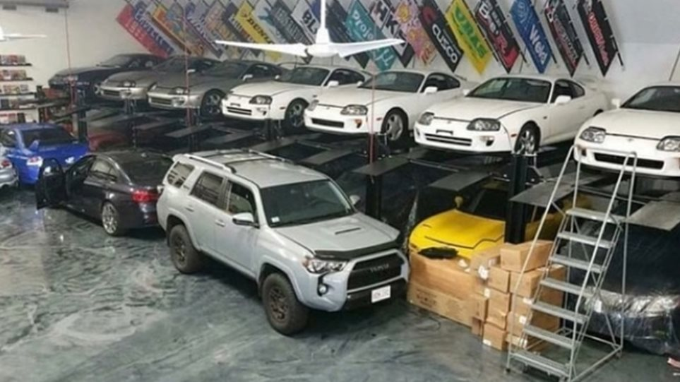 warehouse_with_cars