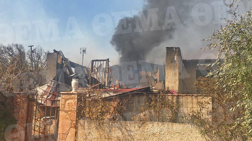 Φωτιά σε Καλύβια - Κερατέα - Εκκενώθηκαν οικισμοί