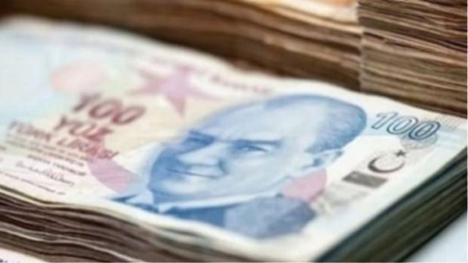 Ιστορικό χαμηλό για την τουρκική λίρα μετά την υποβάθμιση από τον οίκο Moody's