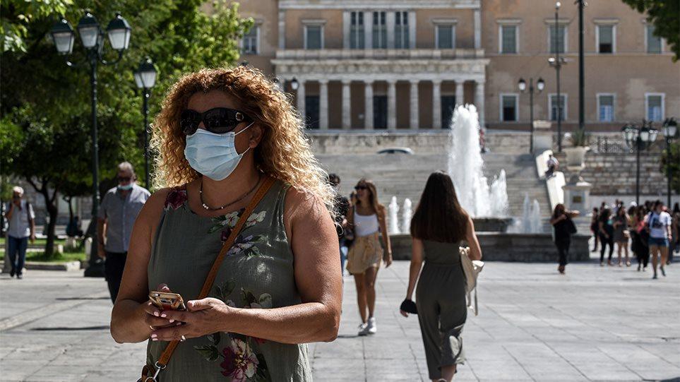 Νέα μέτρα στο Λεκανοπέδιο Αττικής: Μάσκες στις πλατείες και τη δουλειά, λιγότεροι σε θέατρα, σινεμά και συναυλίες
