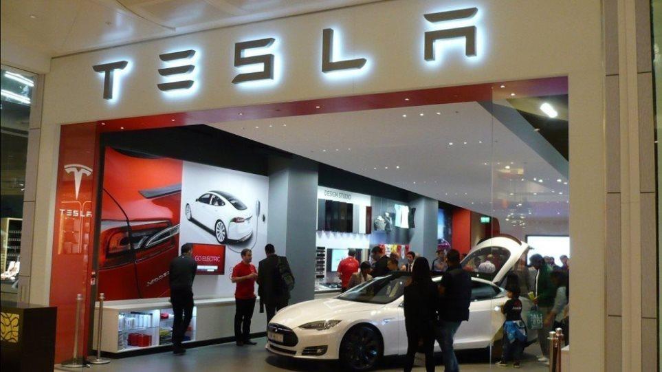 200903124837_Tesla-store__1_