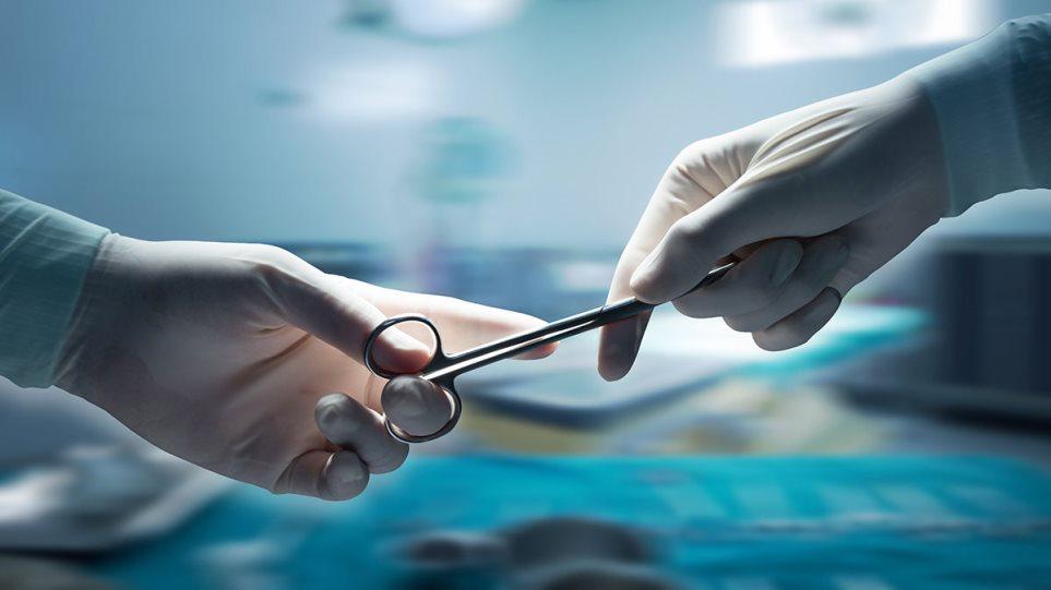 Ελεγκτικό Συνέδριο: Αποζημίωση 64.516 ευρώ θα πληρώσουν γιατροί που ξέχασαν  σπάτουλα στην κοιλιά ασθενούς