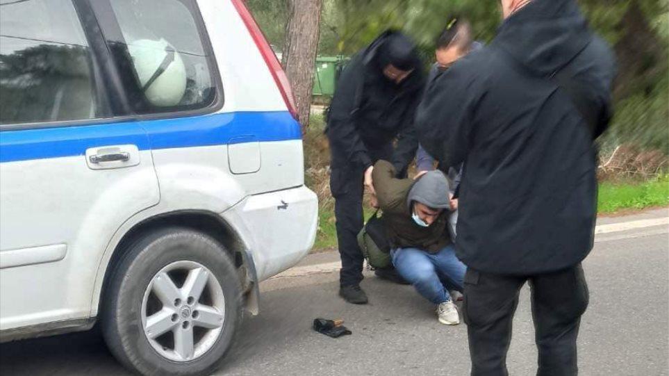 Συμπλοκές ΜΑΤ με μετανάστες στη Μαλακάσα – Συνελήφθη Αφγανός που απείλησε αστυνομικό με μαχαίρι