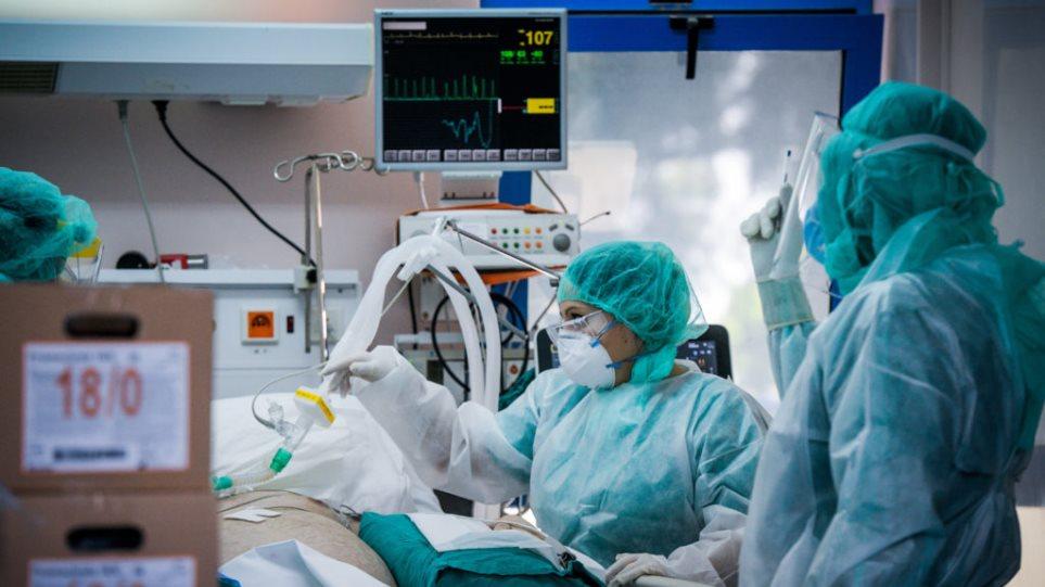Γιατρός με κορωνοϊό διασωλήνωσε ασθενή με Covid στο νοσοκομείο Καρπενησίου