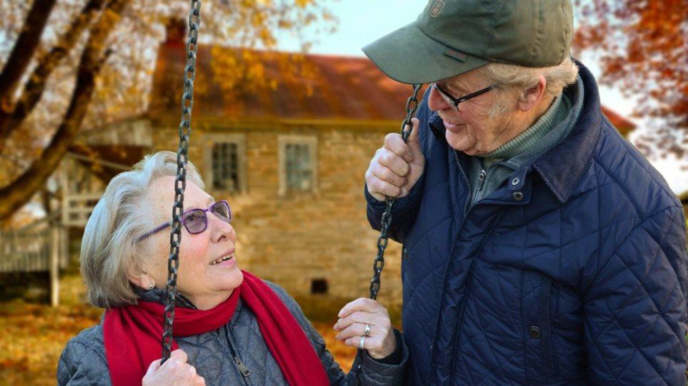 200603182833_couple-elderly-man-old