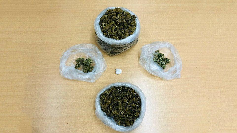 Patra-taxitzis-kokaini-kannabi