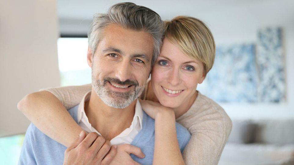 201013141610_Couple_Man_Woman_Smiling-1280x720