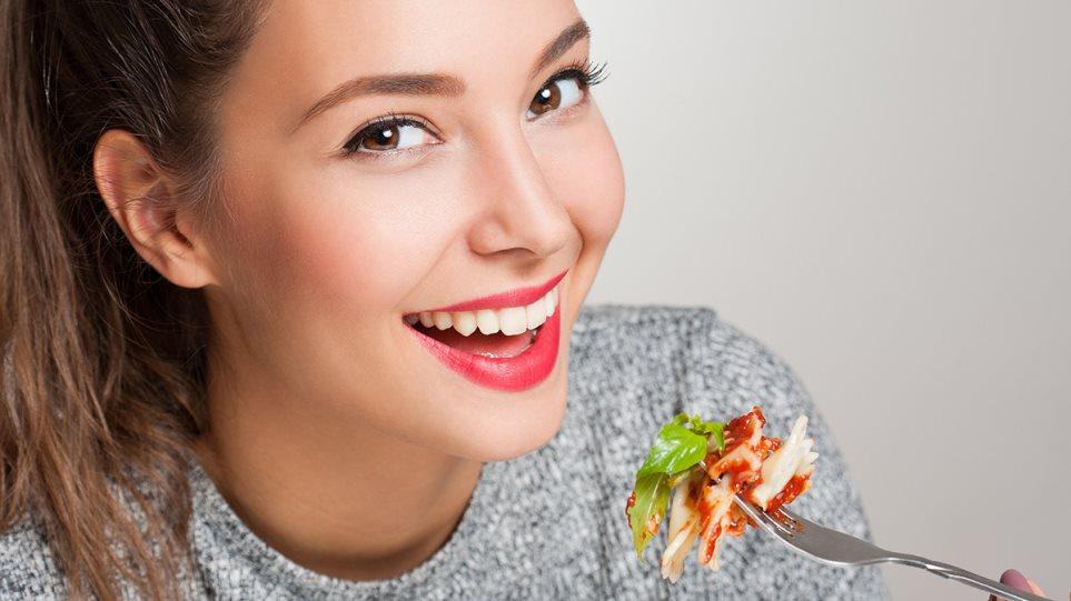 191111143847_woman_eating
