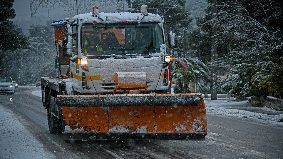 Χιόνι και κρύο στην Κεντρική Ελλάδα - Χιονίζει και στα ορεινά της Αττικής