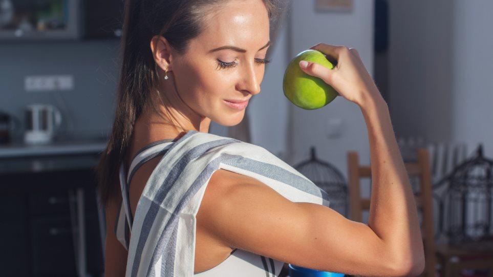 210126175657_woman_fit_workout