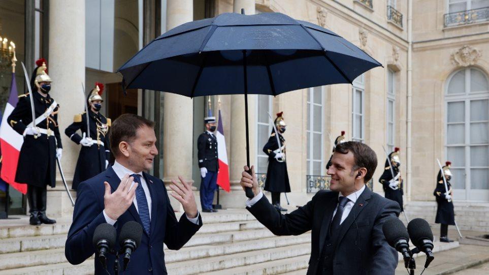 macron_-_umbrella