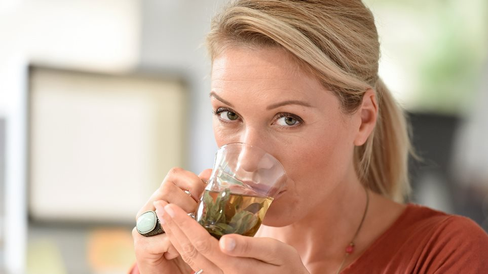 190904175814_woman_drinking