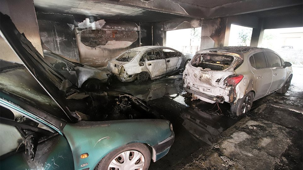 Φωτιά στην Καλαμαριά: Συγκλονίζουν οι μαρτυρίες των ενοίκων της πολυκατοικίας – «Θα καιγόμασταν ζωντανοί»