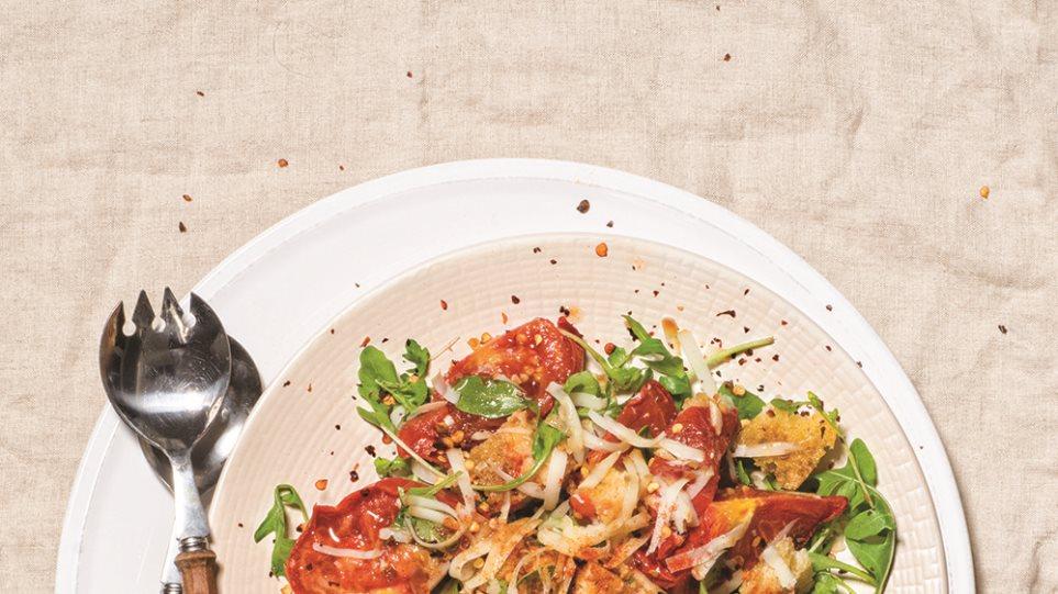salata-skordato-psomi-psites-ntomates
