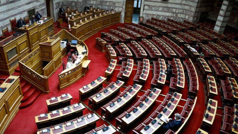 Πολιτική σύγκρουση για την ψήφο των απoδήμων: ΝΔ, Κίνημα Αλλαγής και Ελ. Λύση υπέρ της άρσης των περιορισμών