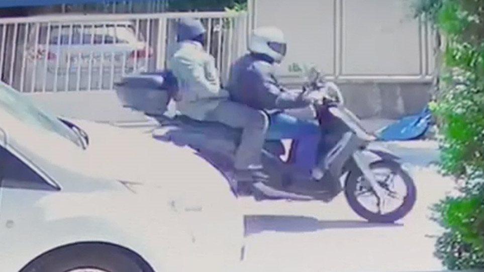 Γιώργος Καραϊβάζ: Νέο βίντεο από τη διαφυγή των δύο δολοφόνων
