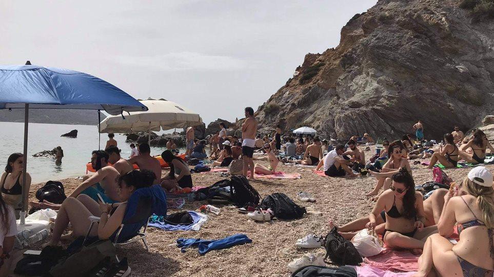 Γέμισαν οι παραλίες στην Αττική λίγο πριν την Ανάσταση