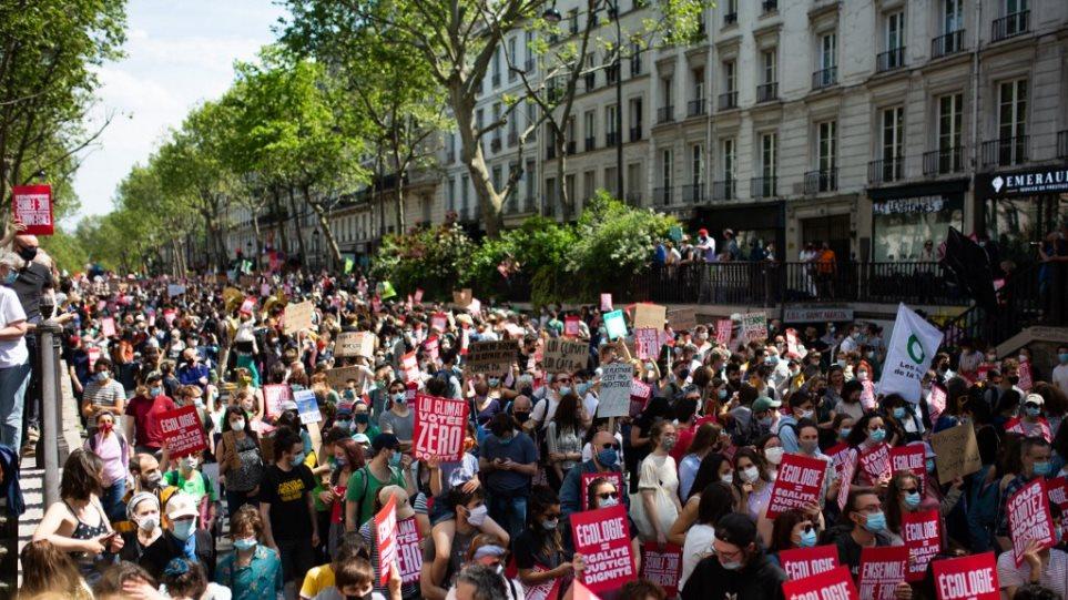 paris_-_demonstrators