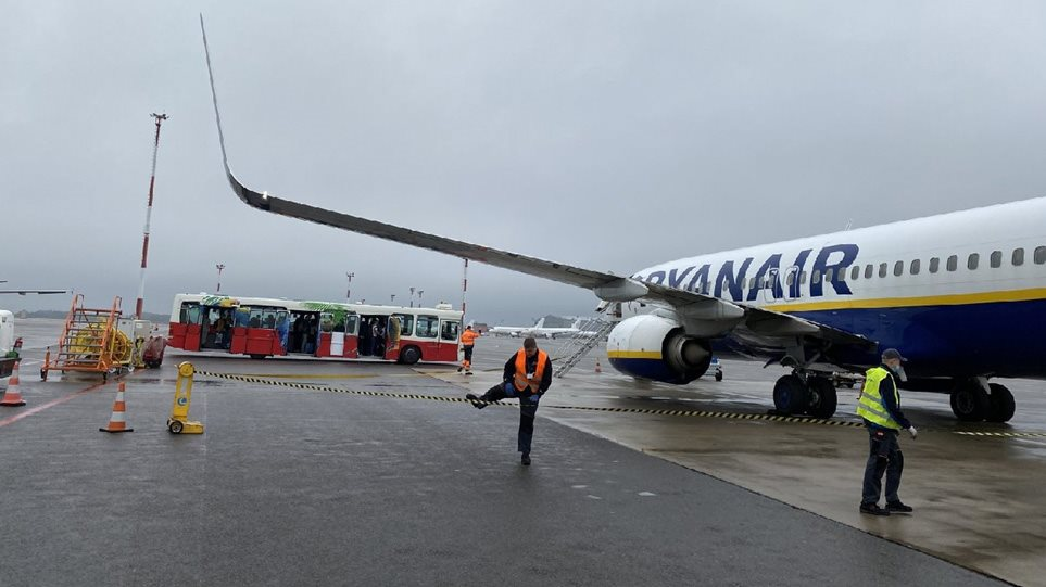 Η Λευκορωσία προσγείωσε αναγκαστικά πτήση της Ryanair από Αθήνα για να συλλάβει δημοσιογράφο
