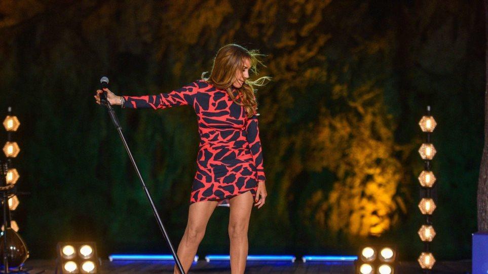 Σπίτι με το MEGA»: Η Δέσποινα Βανδή στην καλύτερη τηλεοπτική συναυλία του  καλοκαιριού - Δείτε αποσπάσματα
