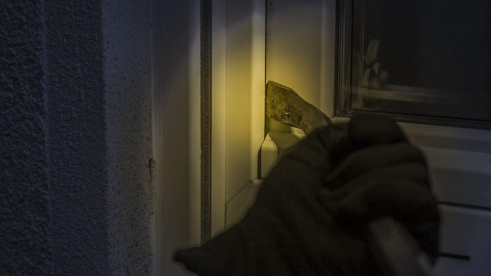burglars_hand