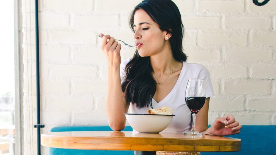 210617191637_woman-eating-1280x720