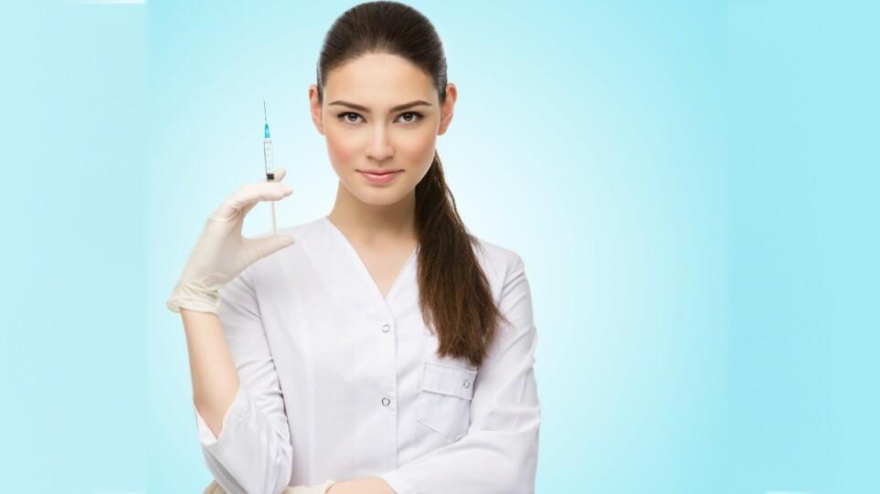 210713215426_vaccine_emvolio_woman