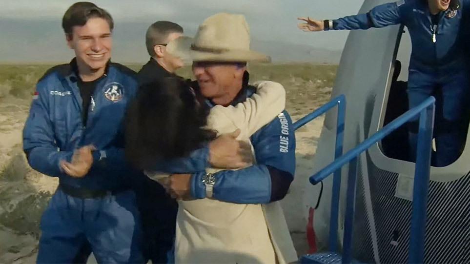 Τζεφ Μπέζος: Σε 10 λεπτά και 18 δεύτερα πήγε στο διάστημα και γύρισε -  Δείτε βίντεο