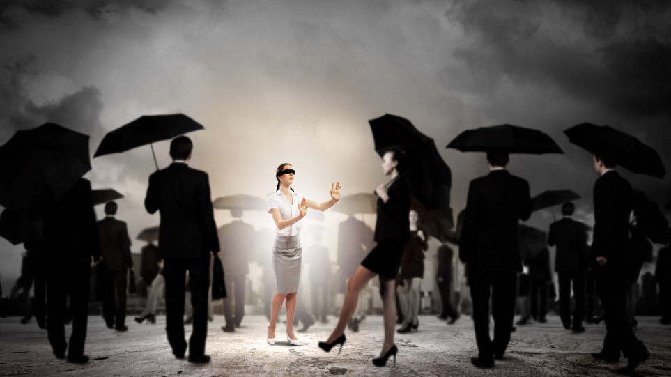 210721152203_crowd_woman_dream