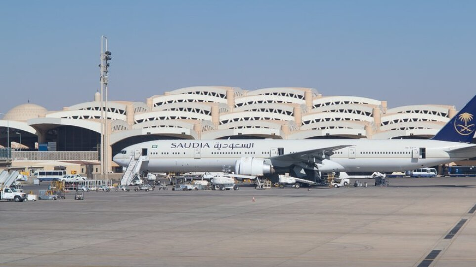 aeroplano-aerodromio-saudiki-aravia