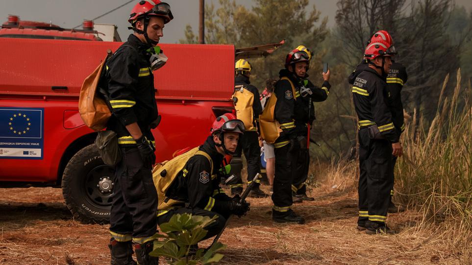 Πυρκαγιές: H ηρωική «μάχη» των εθελοντών πυροσβεστών από το εξωτερικού