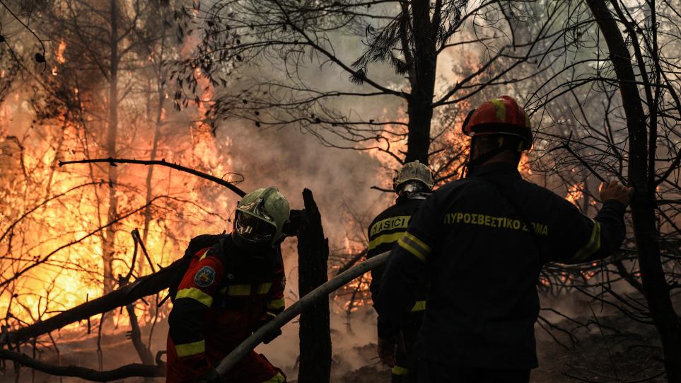 Πυρκαγιές: Συνεχίζεται η μάχη με τις φλόγες - Ισχυρές επίγειες και εναέριες  δυνάμεις σε Γορτυνία και Ηλεία