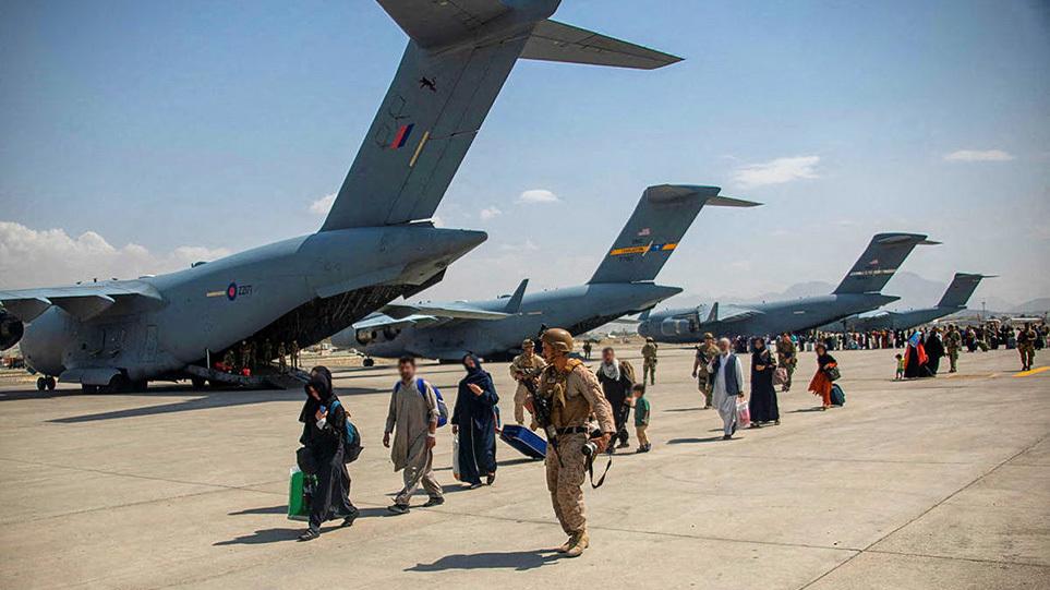 afganistan-ekkenwsi-aeroplana3