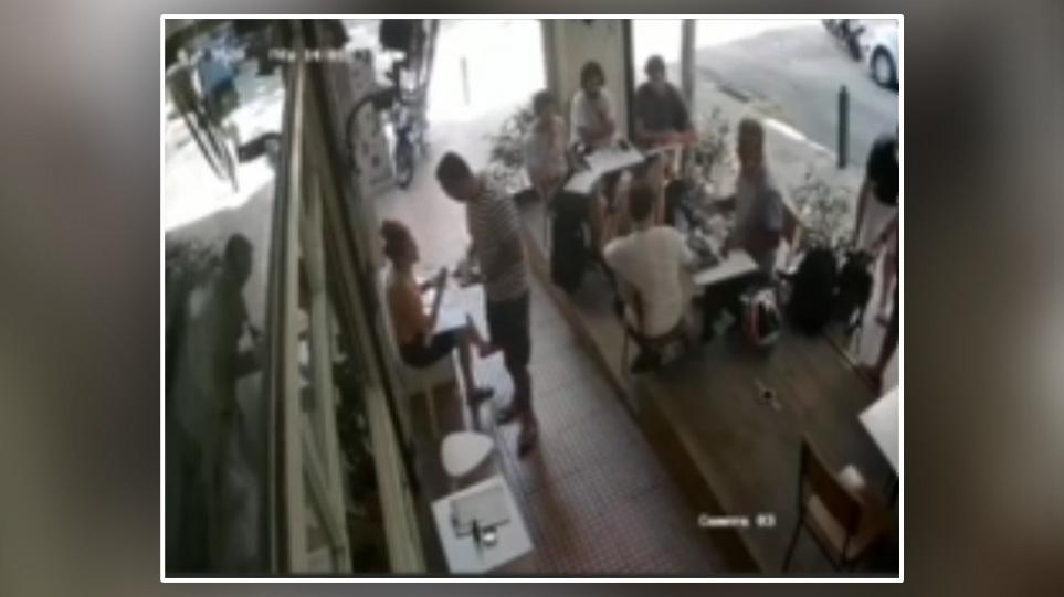 Δείτε βίντεο: Ο πιο θρασύς κλέφτης εν δράσει στο κέντρο της Αθήνας