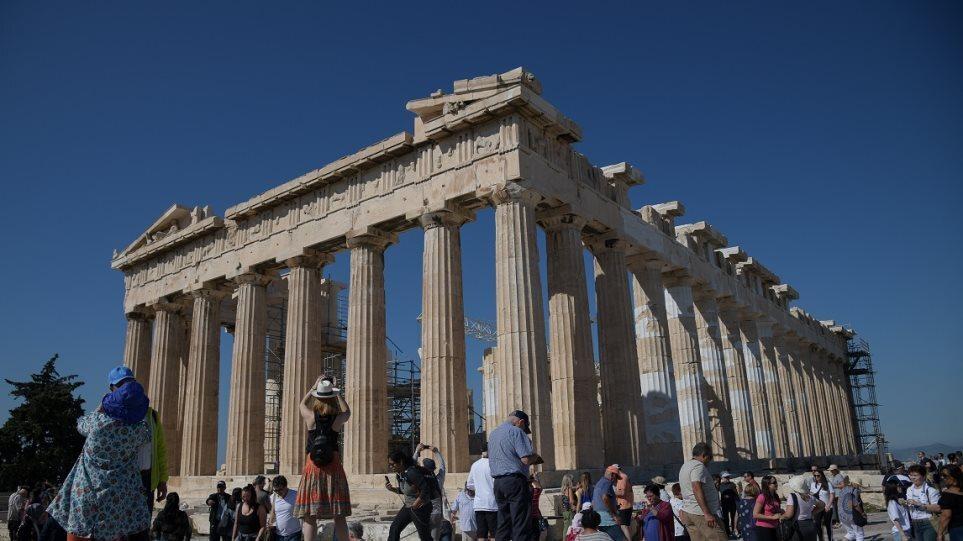 akropoli-zesti-toyristes