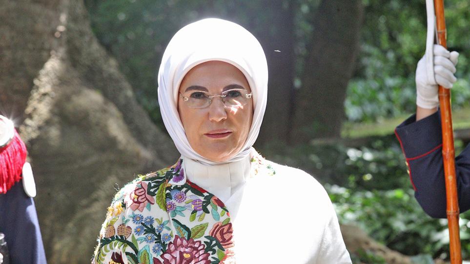 emine_erdogan_money_xr