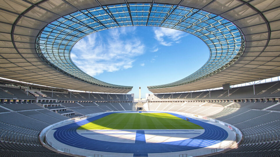 1920px-Olympiastadion_Berlin_Sep-2015