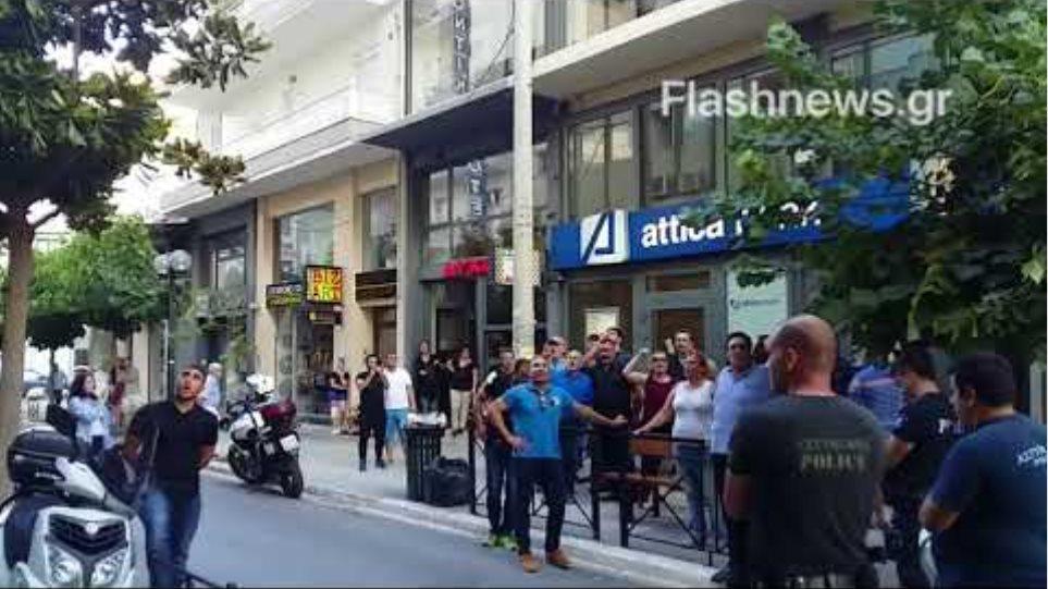 Διαμαρτυρία έξω από τα γραφεία των ΑΝΕΛ στα Χανιά λόγω της ονομασίας των Σκοπίων