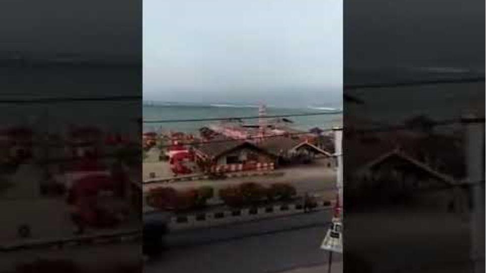 Tsunami in Indonesia 28.09 2018 - - Shocking video !!!