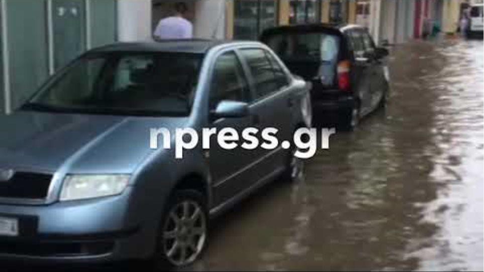 «Βούλιαξαν» δρόμοι στην Ναύπακτο
