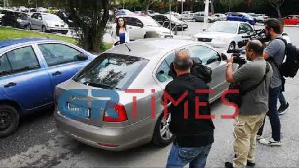 """Στη φυλακή οδηγείται η """"κοκκινομάλλα"""" - GRTimes.gr"""