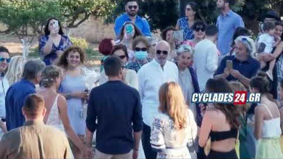 Παντρεύτηκαν Δανάη Μιχαλάκη και Γιώργος Παπαγεωργίου στη Σύρο