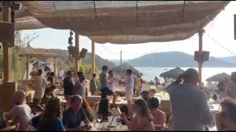 """""""Εκκλησια"""" τα μπιτς μπαρ της Μυκονου μετα το μετρο απαγόρευσης της μουσικης"""