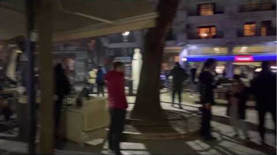 Ο κόσμος μετά τον σεισμό στην Τρίγωνη πλατεία