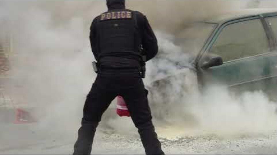 Δ.Τ Αστυνομικός σώζει από τις φλόγες μια ηλικιωμένη και ένα παιδί στην Γλυφάδα